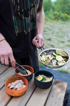 This healthy stir fry with veggie and noodles is a great easy camping meal that's budget friendly, too! #camping #campingtips #campingfood