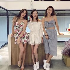 WOW feminine fashion outfits which look trendy:) Asian Fashion, Girl Fashion, Fashion Outfits, Womens Fashion, Korean Girl, Asian Girl, Korean Best Friends, Mode Kawaii, Friend Outfits