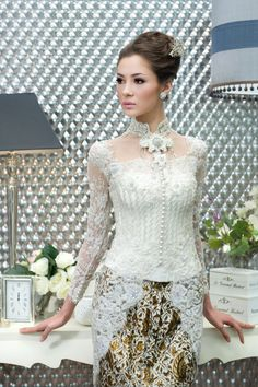 don't like the straight neck line, but I do like the below the waist design of the top. Also like the short collar. Vera Kebaya, Kebaya Lace, Kebaya Brokat, Batik Kebaya, Kebaya Dress, Batik Dress, Indonesian Kebaya, Indonesian Wedding, Kebaya Wedding