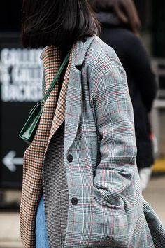 Plaid Topcat + Plaid Blazer + Plaid Scarf (Plaid on Plaid) - New York Fashion Week Street Style Autumn/Winter via Vogue // Photo: Sandra Semburg Estilo Fashion, Fashion Moda, Fashion Week, New York Fashion, Look Fashion, Fashion Beauty, Fashion Tips, Fashion Trends, Fashion Fall
