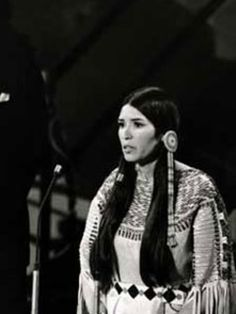 Sacheen Littlefeather speaking in the name of Marlon Brando during the Oscars Ceremony, in protest of the treatment of Native Americans by the film industry. Sacheen Littlefeather, Marlon Brando, Film Industry, Oscars, Native Americans, American Women, Films, Actresses, Movies