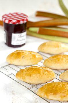 Lublyou Russian Rhubarb pies pirozhki recipe -- Рецепт пирожки дрожжевые с ревенем