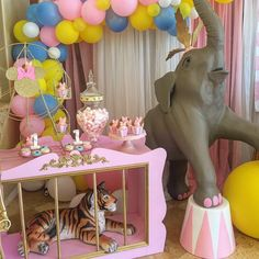 What a cute idea! Make little circus style carriage cages & you could put stuffed animals, animal sculptures/figurines, art dolls, etc in them! Carnival Baby Showers, Circus Carnival Party, Circus Theme Party, Safari Party, Carousel Birthday Parties, Circus Birthday, First Birthday Parties, Birthday Party Themes, Festival Themed Party