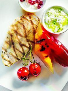 Grillowany kurczak z warzywami i tzatzikami #grill #przepisy #kurczak #pierś #warzywa #tzatzyki #POLOmarket