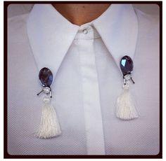 Tasseled collar clips. Collar Chain, Collar Clips, Collar And Cuff, Fashion Details, Diy Fashion, Fashion Design, Jewelry Accessories, Fashion Accessories, Diy Vetement