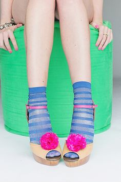 Use Ban.do  pom poms to style your shoes! #teesnpoms