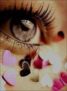 Força...   O Senhor é minha força…muitas pancadas da vida, algumas já superadas,outras superando,pois o SENHOR é minha força e agora mais uma perda,e o SENHOR é minha força…Melhor perder com DEUS,do que,ter tudo e não ter DEUS.Tudo posso naquele que me fortalece. Aja coração,muita tristeza e saudades,mas,é a vida.  (Ane*)