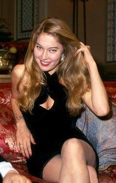 Anna Moana Rosa Pozzi (Genova, 27 aprile 1961 – Lione, 15 settembre 1994) è stata una pornostar, attrice, showgirl, modella, politica, scrittrice e cantante italiana.