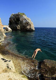 Mallorca - Cala Santanyi - Es Pontas. British Overseas Territories, Iberian Peninsula, Mediterranean Sea, Beautiful Places To Visit, Prado, Motor, Europe, Island, Explore