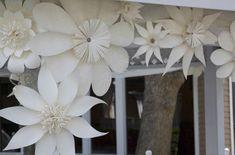 Resultado de imagem para flor de papel gigante passo a passo