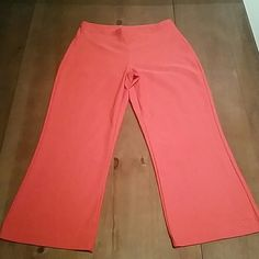 Nike Dri-Fit Capri Leggings A great pair of workout pants, in a perfect length for Spring and Summer! Nike Pants