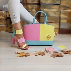 Available on order. we do shipping worldwide. Gucci Handbags Outlet, Fashion Handbags, Purses And Handbags, Fashion Bags, Gucci Purses, Hermes Handbags, Fashion Fashion, Runway Fashion, Fashion Trends