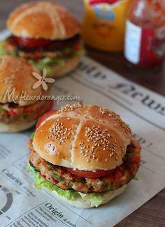 Un hamburger savoureux, sain et leger en plus c'est facile et rapide à réaliser ! On peut réaliser la même recette avec de la dinde. Le fait d'intégrer les légumes donne des steak moelleux et gouteux sans matière grasse. Le sandwich idéal pour les beaux...