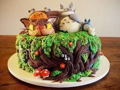 Totoro cake! I couldn't ever eat it! I'd just sit it under a refrigerated dome and gaze at it lovingly.