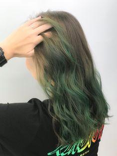 Ash Green Hair Color, Green Hair Streaks, Hair Color Asian, Ombre Hair Color, Hair Dye Tips, Dye My Hair, Black Hair With Highlights, Hair Color Highlights, Olive Hair