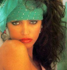 1980s Early 90s Fashion, Retro Fashion, Vintage Fashion, High Hair, Sea Foam