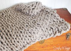 NEW PATTERN! Knit with your arms, no needles required. The fastest way to knit a chunky style blanket. Visit my blog: http://www.simplymaggie.com http://www....
