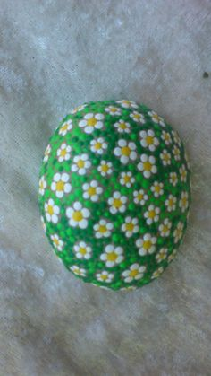 Dot painting stone Daisy lovingly by AnkesSteinemalerei on Etsy