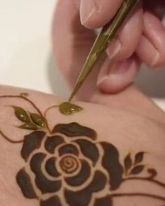 Modern Henna Designs, Henna Tattoo Designs Simple, Floral Henna Designs, Finger Henna Designs, Latest Bridal Mehndi Designs, Full Hand Mehndi Designs, Henna Art Designs, Mehndi Designs For Beginners, Mehndi Designs For Girls