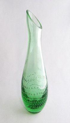 """EERO SALLINEN - Maljakko '1306' - """"Yhden kukan vaasi"""", tuotannossa 1960-luvun alkuun saakka. Korkeus 24 cm. Glass Design, Design Art, Lassi, Finland, Modern Contemporary, Glass Art, Retro Vintage, Green, Home Decor"""