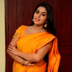 Shamna Kasim at Avanthika movie opening #shamnakasim #poorna #saree #aactressinsaree