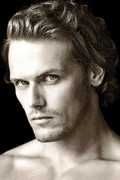 Sam Heughan looks a lot like a Greek God. Sam Hueghan, Sam And Cait, Sam Heughan Outlander, Gabaldon Outlander, Jamie Fraser, Galloway, Outlander Tv Series, Outlander News, Outlander 2016