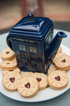 Doctor Who jammie dodgers and tardis tea good for a Dr Who themed tea party! Doctor Who Wedding, Doctor Who Party, Dr Who, Jammy Dodgers, Cupcake, Tardis, High Tea, Afternoon Tea, Tea Time