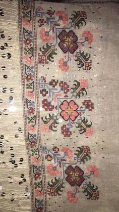 This Pin was discovered by Reh Wool Embroidery, Embroidery Patterns Free, Vintage Embroidery, Ribbon Embroidery, Floral Embroidery, Cross Stitch Embroidery, Cross Stitch Patterns, Embroidery Designs, Palestinian Embroidery