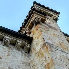Rincones de Salamanca. #arteenlacalle #art #arte #streetphotography #salamanca #castillayleon #total_castillayleon #igerssalamanca #photoshoot #photograph #photographer #instagramers #photography #photographylife #picoftheday Instagram, Building, Travel, Walks, Vacations, Naturaleza, Architecture, Art, Pictures