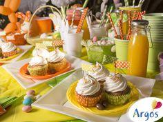 Arma una mesa colorida y entretendida con la línea descartable de Argos. En Pascuas, disfruta de una tarde diferente al aire libre.