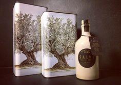 Pleased to introduce you my sisters! 3 and 5 liters. #OlioSalve #oil #olio #olive #extravergine #EVOO #madeinitaly #italiansdoitbetter #Salento #Salve #Puglia #Polesine #Rovigo #Veneto