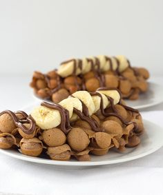 Need a new breakfast idea? Grab a egg waffle pan and make these nutella bubble waffles. They're amazing topped with bananas and a nutella drizzle. Nutella Waffles, Pancakes And Waffles, Breakfast Waffle Recipes, Waffle Pan, Food Plating Techniques, Waffle Cookies, Bubble Waffle, Pampered Chef Recipes, Cafe Food