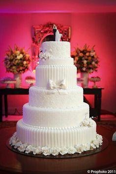 Maravilhoso Bolo de Casamento. Noivinhos Topo de Bolo. www.NoivinhosTopodeBolo.com