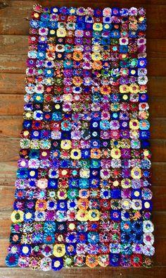 100% handmade Brazilian tray cloth. Like it? More info at www.facebook.com/olhodemascate #tapete #fuxico #passadeira #rendadebilro #rendafile #crochet #decoração #decoration #weaving #naturalfiber #handmade #brazilcolours #tradicionalart