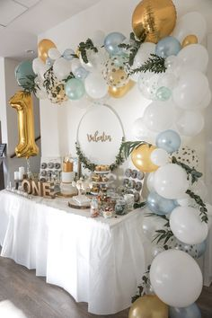 So you include older siblings on their birthday- So bindet ihr ältere Geschwister am Geburtstag mit ein Balloon garlands are THE decoration idea for Sweet Tables, … - Boys First Birthday Party Ideas, Jungle Theme Birthday, Wild One Birthday Party, 1st Boy Birthday, Boy Birthday Parties, Birthday Party Decorations, Birthday Celebrations, Birthday Candy Bar, Baby Boy Birthday Decoration