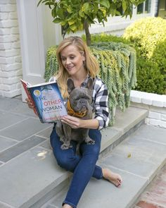 Reese Witherspoon's Book Club Picks List With Hello Sunshine Reese Witherspoon Instagram, Reese Witherspoon Book Club, Book Club Books, My Books, Great Books, Book Lists, Luckiest Girl Alive, Sunshine Books, Liane Moriarty