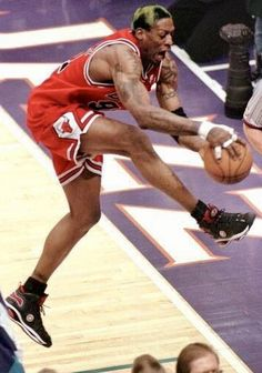 Basketball Art, Basketball Legends, Basketball Players, Denis Rodman, Basketball Photography, Rugby League, Wnba, Last Dance, Detroit Pistons