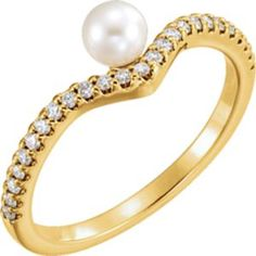 14kt Yellow Gold diamond and Pearl Ring.