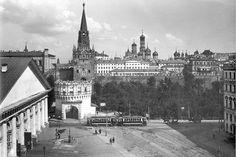 Можно было выйти из трамвая и сразу через Кутафью башню зайти в Кремль  #история #историяМосквы #history