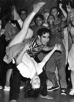 The history of Swing dancing and Lindy Hop. Duncan and Louise of Mad About Swing lead classes in Plymouth (UK) and can arrange workshops and demonstrations. Shall We ダンス, Shall We Dance, Lets Dance, Lindy Hop, Dance Photography, Vintage Photography, Bailar Swing, Rockabilly, Swing Dancing