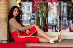 Onze nieuwste kokerrok Helen Vuurrood! Floor Chair, Flooring, Blouse, Furniture, Wood Flooring, Blouses, Home Furnishings, Woman Shirt, Floor