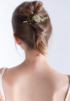 Gold and olive green beautifully blend on this leaf motif flexi hair clip. Use it for gorgeous up dos and feel confident with your stylish hair - no special skills required! French Twist Hair, Elegant Updo, Stylish Hair, Twist Hairstyles, Hair Sticks, Fine Hair, Hair Band, Ponytail, Hair Clips