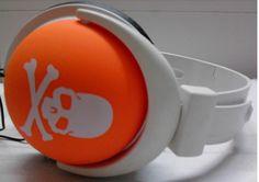 Auricolari da giovani per non ascoltare, ed apparecchi acustici da vecchi per sentire   GaiaItalia.com