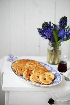 """Apfelringe im Zimt Buttermilch Pfannkuchen, dazu ein heimliches Vorablinsen in die neue EDEKA """"Mit Liebe"""" Ausgabe und das süsseste Horoskop"""