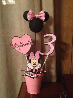 Minnie Mouse Centerpiece I made for my niece's birthday. I used the Mickey and Friends Cricut cartridge. Minnie Mouse Cricut Ideas, Minnie Mouse Favors, Minnie Mouse Party, Mouse Parties, Birthday Crafts, Birthday Fun, Birthday Ideas, Mickey Party, Mickey Mouse Birthday