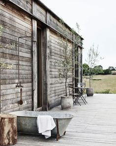 A Modern Country Home Inspired By The Aussie Shed (The Design Files) Outdoor Bathtub, Outdoor Bathrooms, Modern Wooden House, Timber House, Country Style Magazine, Australian Homes, The Design Files, The Ranch, French Antiques
