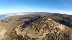 VOLANDO SOBRE ZONA DEL PICO SALAMANCA  El Pico Salamanca es una elevación ubicada en la provincia de Chubut, Patagonia Argentina, en cercanías de la ciudad de Comodoro Rivadavia, pudiendo divisarse desde la playa costanera, en la zona sur y todas las demás playas hacia el norte. Se caracteriza principalmente por poseer una perfecta silueta cónica, teniendo una altura máxima de 576 msnm.  Estos rasgos peculiares para la geografía de la zona y la región lo hacen único. El accidente geográfico…