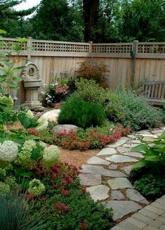 Small Front Yard Landscaping Ideas on A Budget (65) #LandscapingIdeas