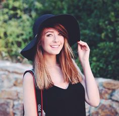 Anyone else think this length of hair really suits zoë. I was really scared when she said she was cutting it and didn't think it would work. But damn it does.