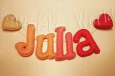 Nombre en fieltro Julia
